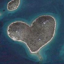 Hartvormig eiland populair door Google Earth
