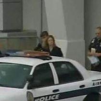 Stewardess opgepakt met pistool in handtas