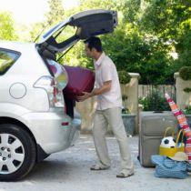 Mannen kunnen beter de auto inpakken