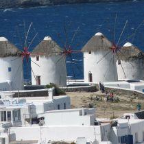 Grieken willen Rhodos en Mykonos verkopen