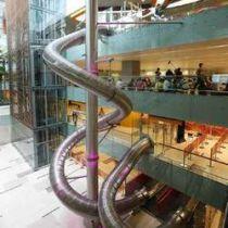 Reuzeglijbaan op Changi Airport