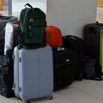 Veel mensen reizen met oude koffers