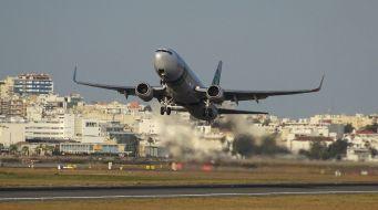 Versoepelde reisadviezen stimuleren verkoop vliegtickets